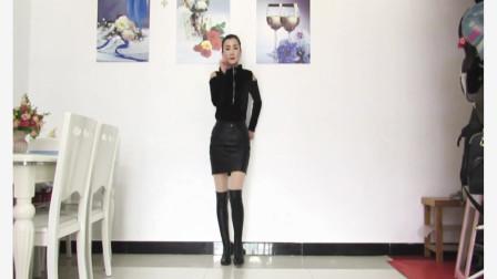 点击观看《神农舞娘广场舞《我不是公主》动感32步广场舞视频》