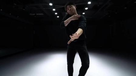 点击观看《帅气男人跳《Patient》爵士舞视频,阳刚之气在哪里!》
