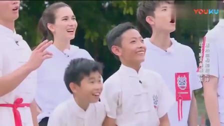 """高能少年团:杨紫张一山""""打情骂俏"""",杨迪大喊:杨紫你关注下我"""