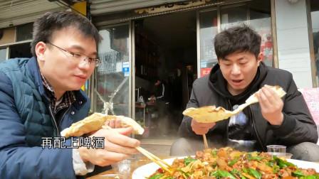 当地特色美食大盘辣子鸡,一盘够三四个小青年吃,吃起来真带劲!