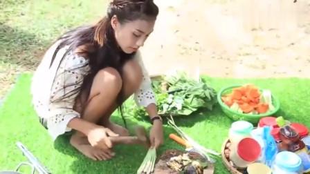 农村女孩野外制作美食,动作利索整理食材,用斧头拍姜蒜太厉害了