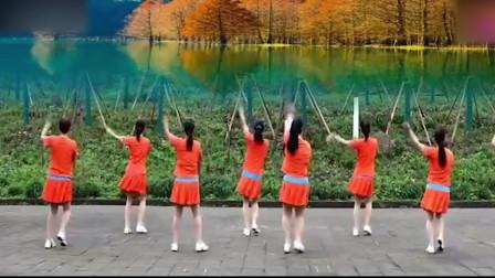 廣場舞《老妹你真美》老歌新跳,初級32步,一起來吧!