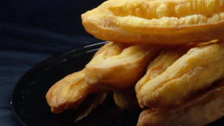 教你一招家用美食!快速制作色香味俱全的早餐油条,既简单又吃的放心