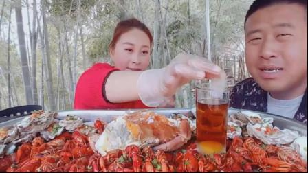 龙虾生蚝做美食,色香味俱全,还有特色的鸡尾酒。