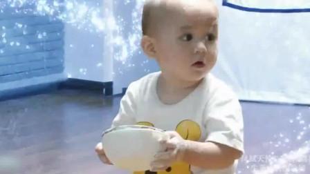 超人回来了: 趁爸爸去厨房,威廉和本特利客厅里玩面粉
