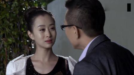 美女对着老公一脸嫌弃,转眼就抱着另一男人亲,真是太不要脸