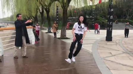 这才是真正的鬼步舞,比广场舞更时尚动感,跳起来真好看