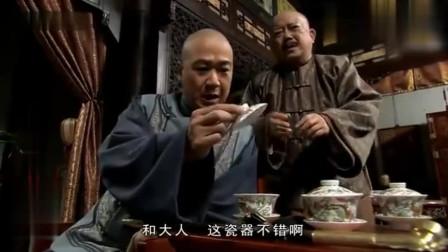 纪晓岚到和珅家喝茶,不料竟把最值钱的东西砸了,和珅太委屈了