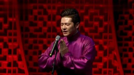谢金李鹤东在舞台上表演相声,包袱不断,观众都鼓掌欢迎