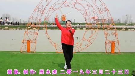 时尚辣妈学校操场即兴起舞《共筑中国梦》