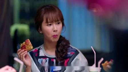 邱莹莹活脱脱一个吃货,一块披萨几口就干完,怪不得比曲筱绡胖!