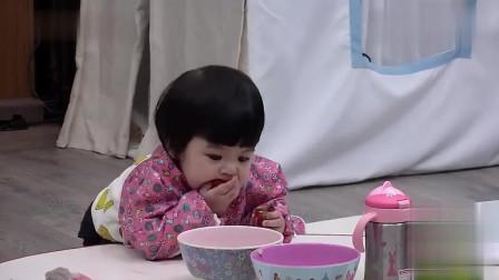 波妞真是吃货,看到什么都想拿来啃,修杰楷大吼:不行,太逗了!
