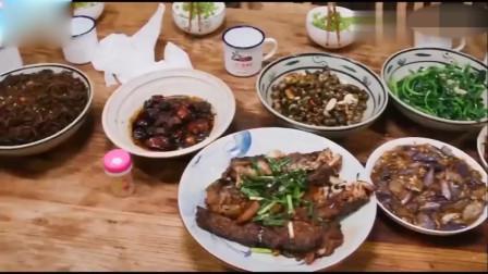 向往的生活:黄磊分分钟搞定一大桌美食,baby你就知道吃