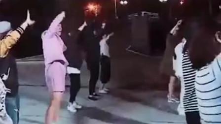哈哈哈哈哈!!!广场舞我们能跳三天三夜!