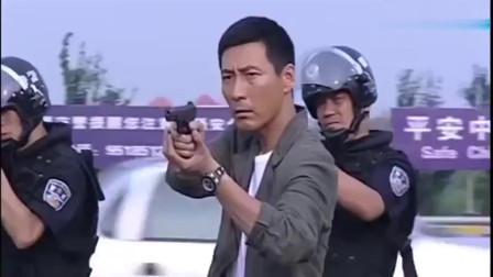 救护车通过收费站,警察无意看了眼车牌,马上下令追捕,眼神都这