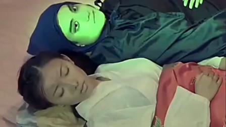 姑娘患病卧床不起,不料大师一瞧,大师差点成羊癫疯视频