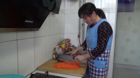 君姐在家给孩子做美食, 简单易做有营养, 儿子馋的嫌慢也要来帮忙