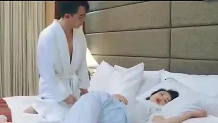 男子���木频晗丛栝g出�恚�不料床上躺了��美女,竟主�影涯凶影吹酱采嫌H吻