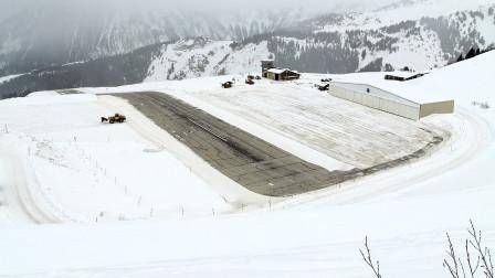 世界上最危险的机场 法国库尔舍韦勒机场,跑道都不是平的!