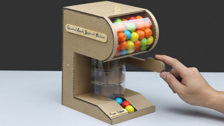 小伙子用硬纸板制作口香糖自动售货机,你们觉得如何?