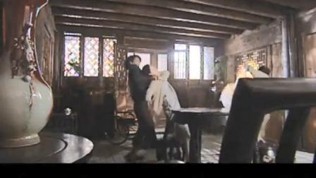 恶毒婆婆用绳子勒儿媳,不料儿子回来看到此幕,一枪打死母亲