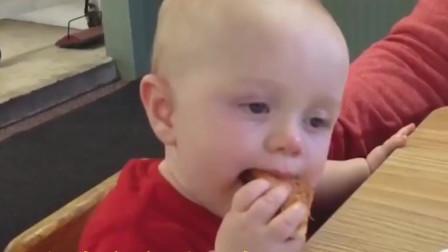 谁家还没有个吃货宝宝!解锁可爱宝宝们的奇葩吃饭瞬间~