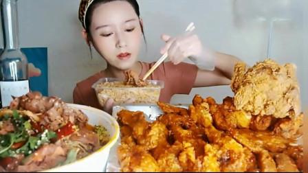 美女吃美食,牛骨香辣泡菜,味道非常好吃,肥而不腻。