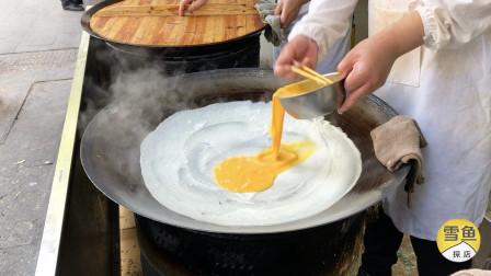 武汉早餐小店,7点就排50米队!大锅铺一层蛋一层肉,看着就想吃