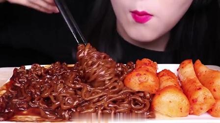 大胃王美食吃播,韩国小姐姐吃炸酱面,好想吃啊