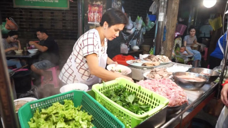 泰国美食:路边小吃,泰式猪血汤,泰式猪血面条!