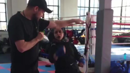 利用纸张练习搏击拳法在实战中的灵活运用