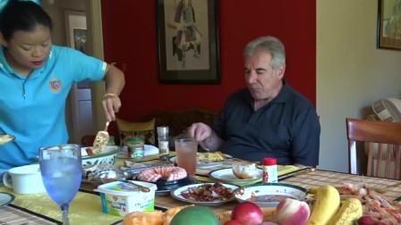 泰国大姐全家吃节日大餐,帅气老公吃的好斯文,一大桌美食好羡慕