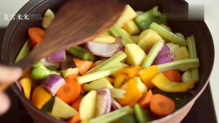 美食博主在家自制三汁焖锅, 没想到太好吃了, 一口气吃大半锅
