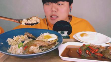 韩国吃货欧巴吃酱油腌生虾, 虾肉紧嫩鲜美, 大口咀嚼, 好过瘾