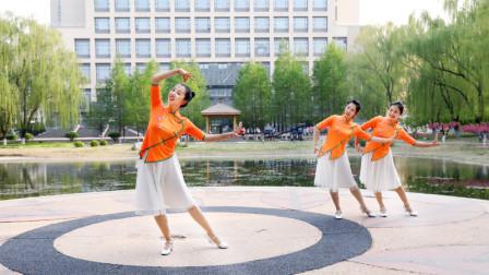 糖豆广场舞课堂《月光下的凤尾竹》傣族舞教学