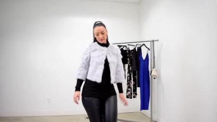 潮流穿搭,灰色皮草+黑色皮褲+黑色打底衫,時尚又氣質  性感撩人心弦