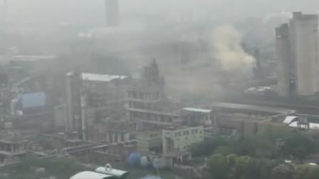 湖南一化工脱硫塔起火:局部大气质量瞬时超标 灭火难度较大