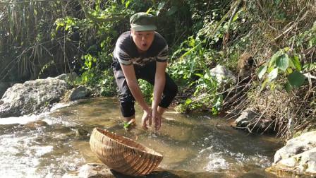 在深山小溪里,意外发现一大窝螃蟹,就地做成一道美食,味道真不错