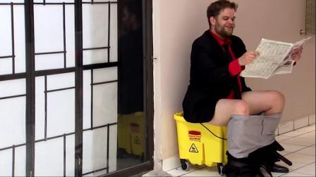 厕所维修不能用,老外公共场所用拖把桶大便?网友:整个商场都臭了!