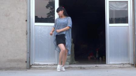 永东玲子广场舞  幸福爱河