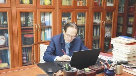 【中国风】阎崇年讲清史古稀成名 回应质疑:我不是清朝遗老遗少