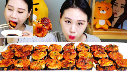 """韩国吃货卡妹,吃""""泡菜紫菜包饭"""",看这吃相,吃得真香,真过瘾"""
