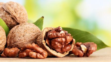 核桃营养价值高,有助睡眠、抗衰老等好处,那应该吃多少核桃?
