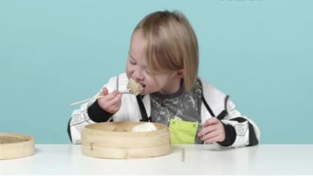 美国萌娃品尝中国美食,看看她都有什么反应,网友:看着都可爱