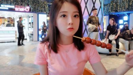 冯提莫真是个小吃货,把糖葫芦吃成大餐的感觉,看得我都饿了
