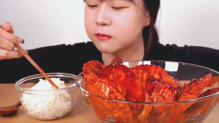 ASMR韩国吃货妹子, 吃香辣扇贝, 扇贝肉质肥嫩鲜辣可口, 一口一个