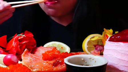 国外吃货吃大块的三文鱼肉,这卖相真好看,我默默咽口水!