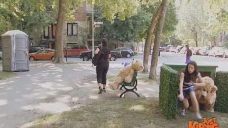 合并视频1国外恶搞:熊玩具一转眼变成真人了,