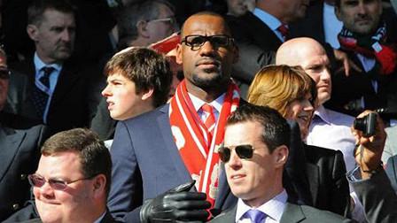 利物浦4-0逆转巴萨,小老板詹姆斯发来贺电