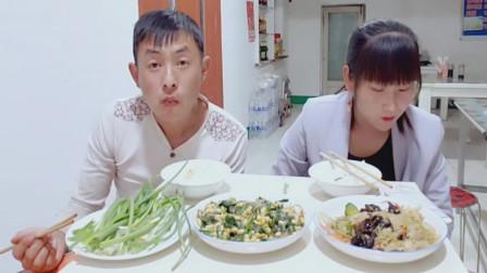 夫妻俩吃美食,还会脱口秀才艺不得了。